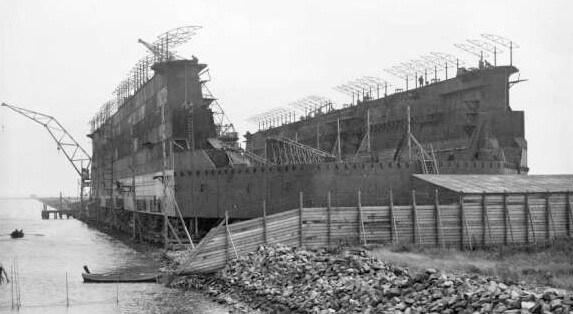 Het dok in aanbouw bij Schellingwoude. (Foto: Stadsarchief Amsterdam)